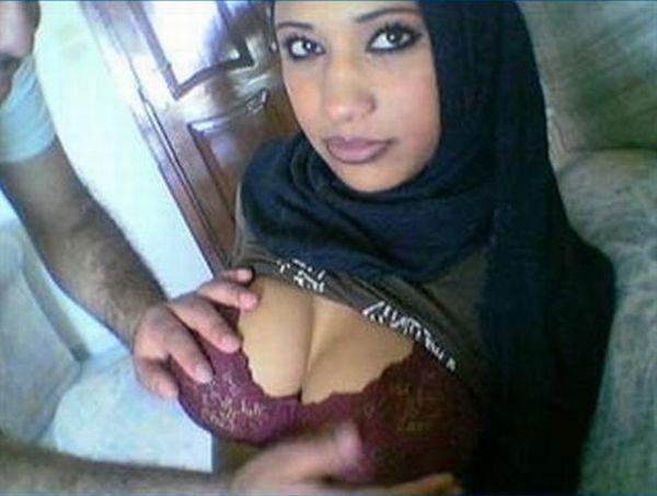 arabki-s-ogromnimi-siskami-prinuditelnie-pornofoto-semki