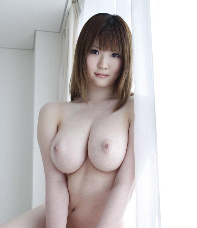 Азиатская красотка Momoka Nishina