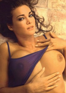 Шикарная Manuela Arcuri с шикарным бюстом