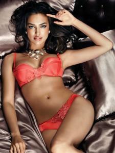 135020-irina-shayk-in-la-clover-underwear-2012-06