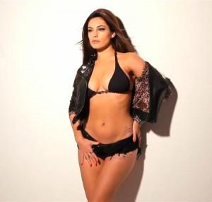 140612-Sexy-Kelly-Brook-Black-Bikini