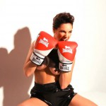 140718-Kelly-Brook-Boxing-Gloves-Under-Boob
