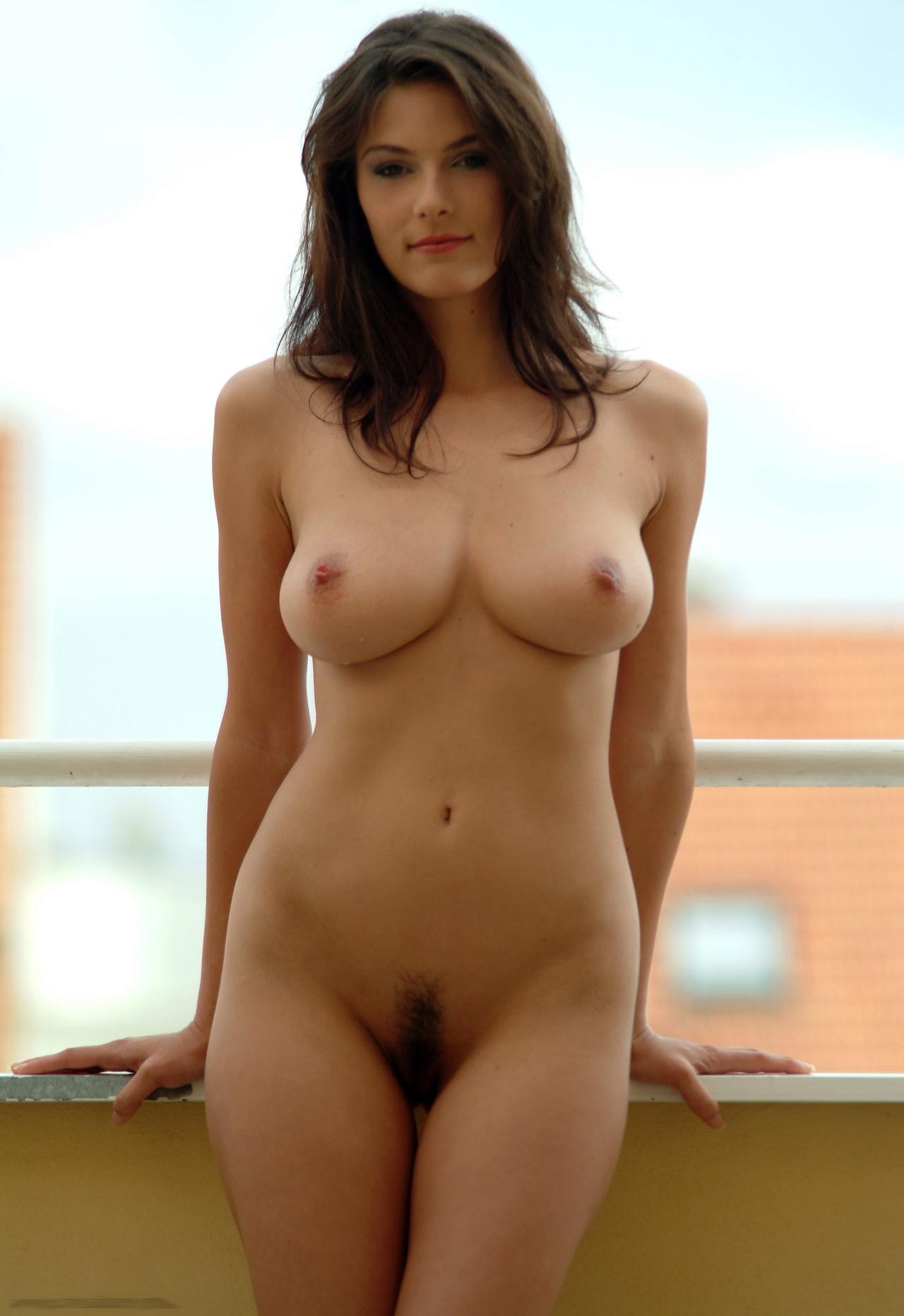 Фото голых девушек с пышными формами 19 фотография
