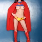 Грудастая Tiffany Taylor в образе суперменши
