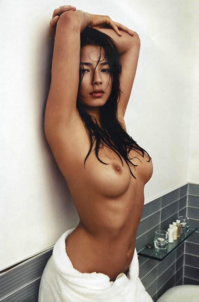 Азиатская красотка Jessica Gomes с большими титьками