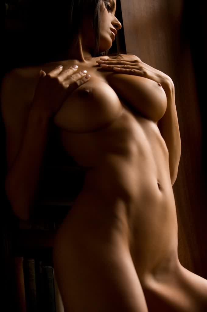 Загорелая красавица Jo Garcia с классной грудью