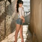 Красивейшая азиатка с длинными ногами