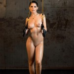 Спортивная брюнетка Aline Franzoi с роскошной грудью