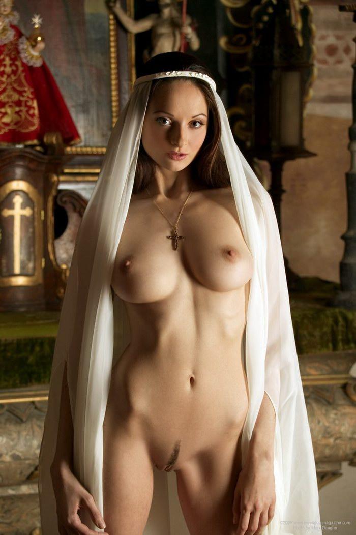 фото голых монахиней