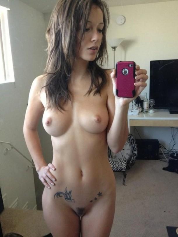 Молодая девушка сфоткала себя перед зеркалом голой фото 93-942