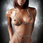 Сексуальная темнокожая красотка с классной грудью