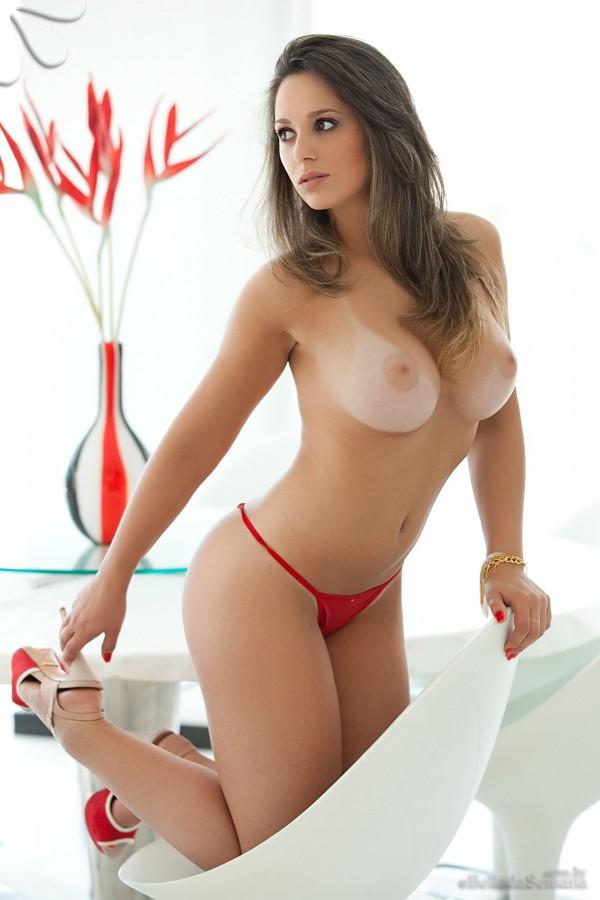 Бразильская красоточка с большой грудью