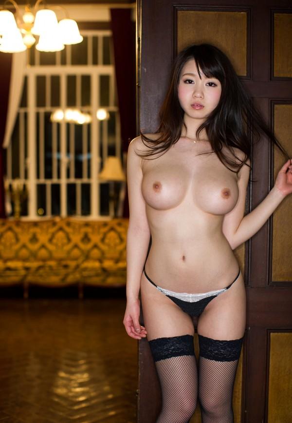 Нежная японочка Aika Yumeno с обалденной грудью