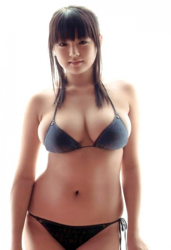 Милая японочка с великолепной грудью