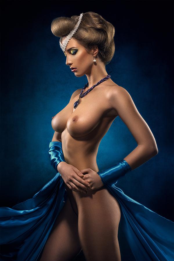 Пениса эротика девушки в голубом платье
