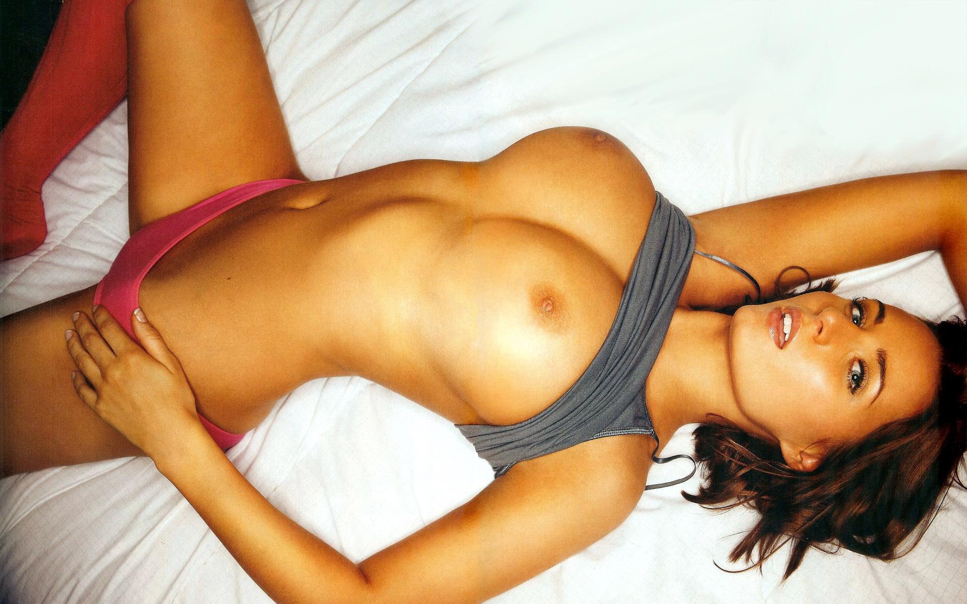 Секс с очаровательной брюнеткой фото наютюбе 9 фотография