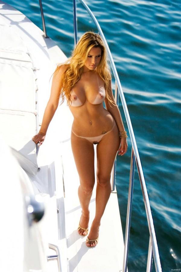 Шикарнейшая девушка Larissa Saloio с обалденным телом