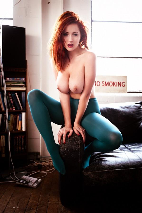 Рыжая девочка с огромными сиськами