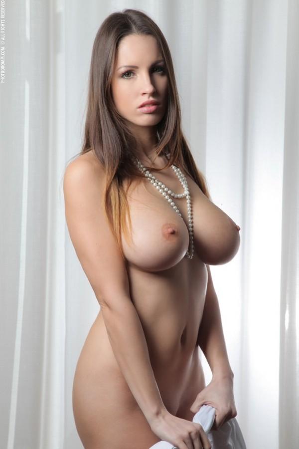 Брюнеточка Luciana с огромными дойками