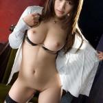 Азиатская красотка Kirara Kurokawa с обалденным бюстом