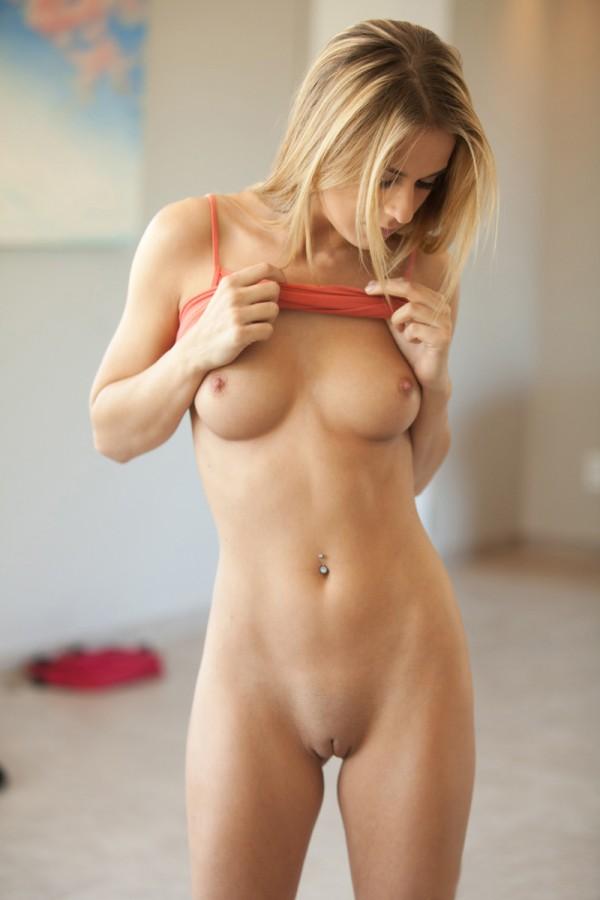 Блондиночка Кэссиди с идеальным телом