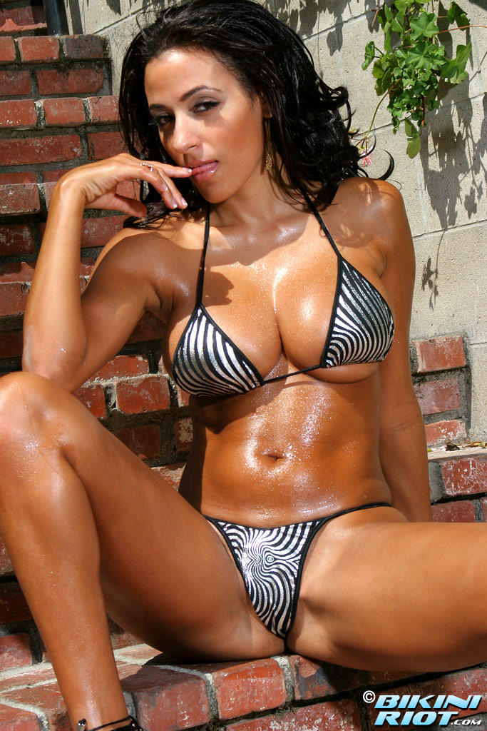 Потрясающая мексиканская модель Rita G с идеальным телом