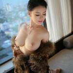 Азиатка с обалденной грудью