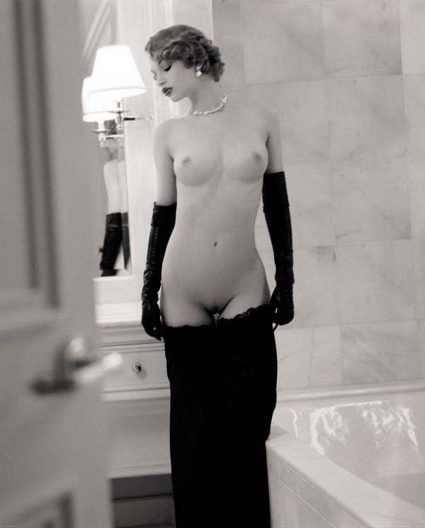 Ретро-фото красотки с шикарной грудью