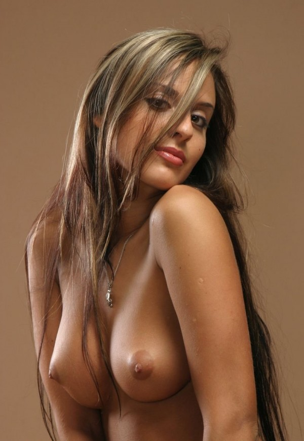 Обалденная красотка с небольшой грудью