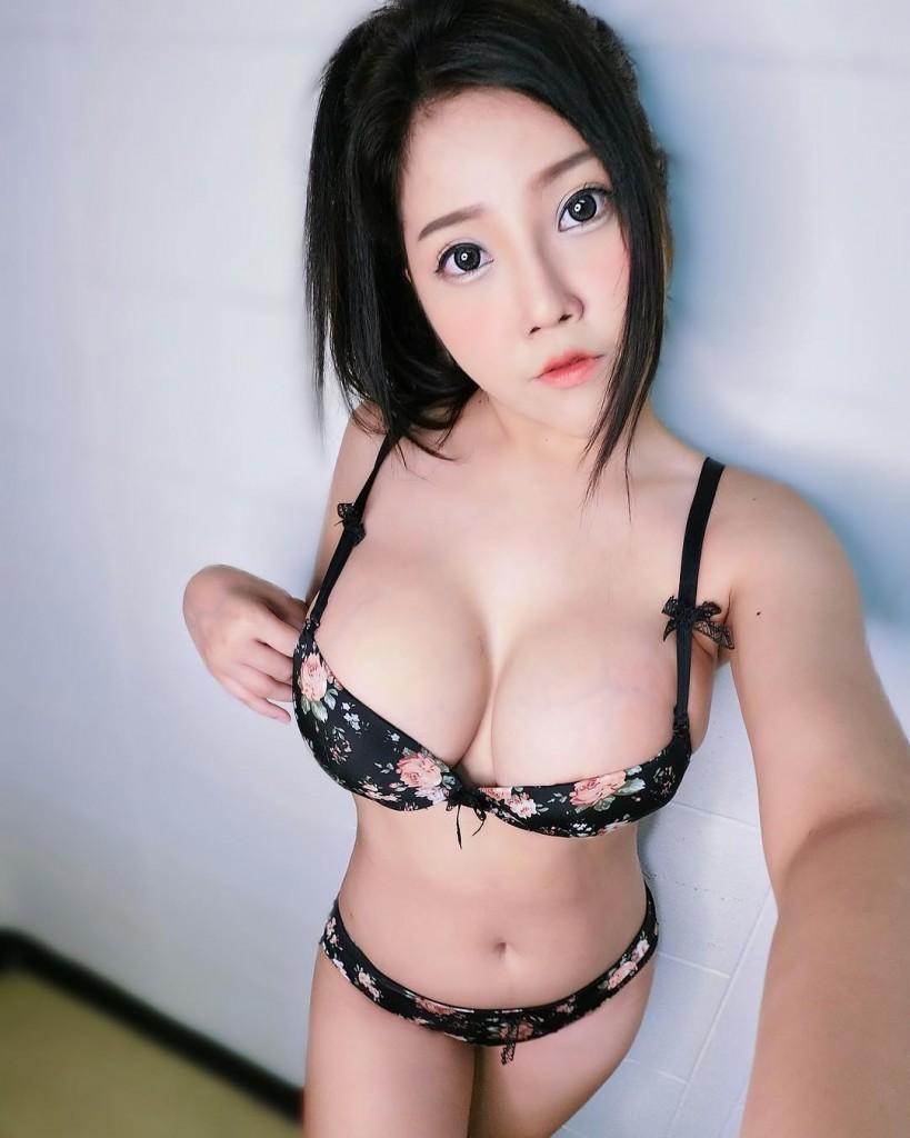Грудастая инстаграм-модель Aila Adaice из Малайзии