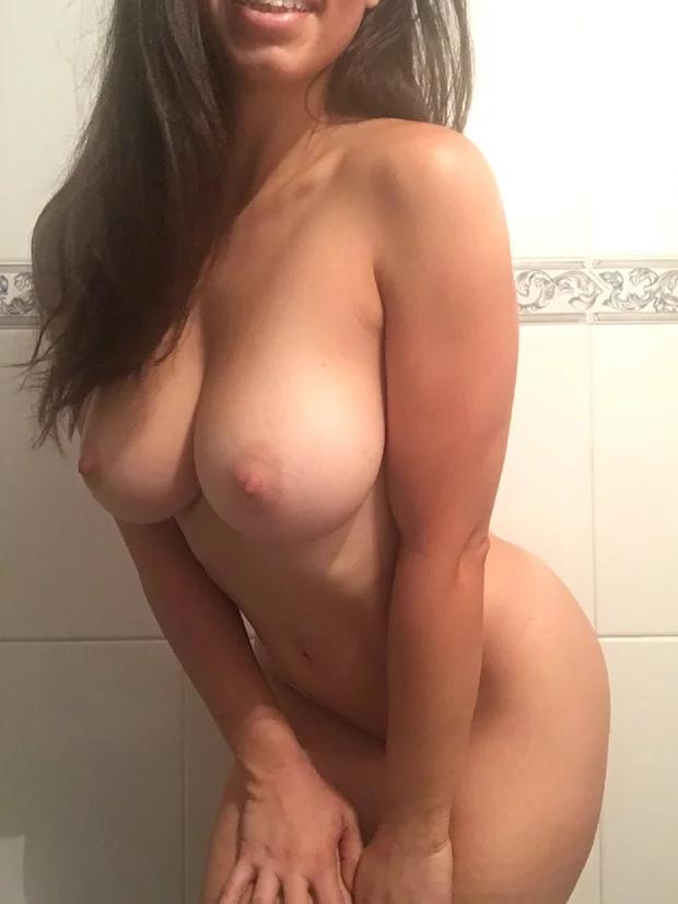 Огромные дойки голой девушки